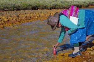 Las investigadoras conocen tecnologías sencillas para el monitoreo del agua del Río Negro en Canrey