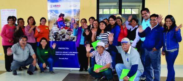 Regidoras, lideresas, de la MMTC acompañadas de las principales autoridades del distrito de Antonio Raymondi participan de las reuniones para adoptar políticas públicas frente al cambio climático