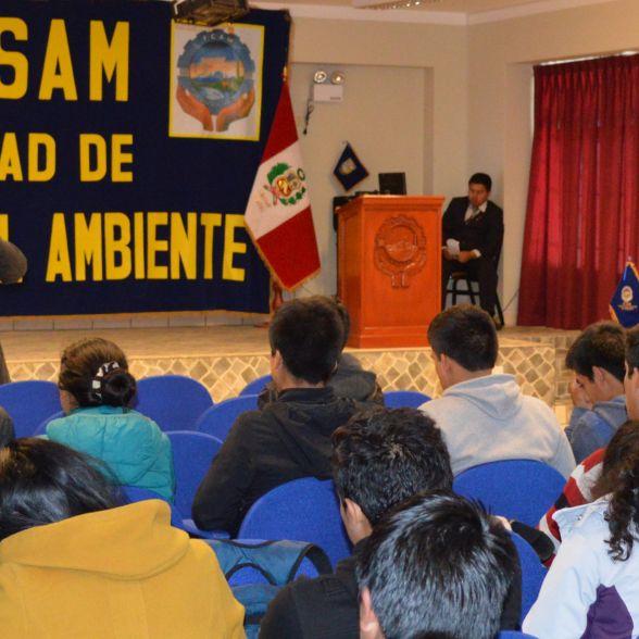 Dr. Pedro Valladares Jara –Decano de la FCAM en la ceremonia de bienvenida en el evento