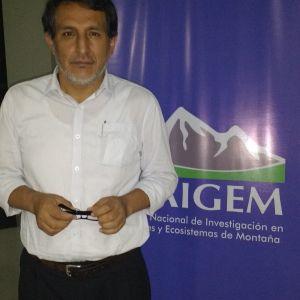 Foto 2. Giber García Alamo, responsable de Biblioteca y Publicaciones del Instituto Nacional de Investigación en Glaciares y Ecosistemas de Montaña –INAIGEM en Huaraz