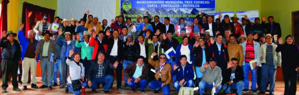 Compromiso de los alcaldes y presidentes de las comunidades campesinas en la actualización del Plan de Adaptación al Cambio Climático en la Mancomunidad Municipal Tres Cuencas en Chuiquián-Ancash