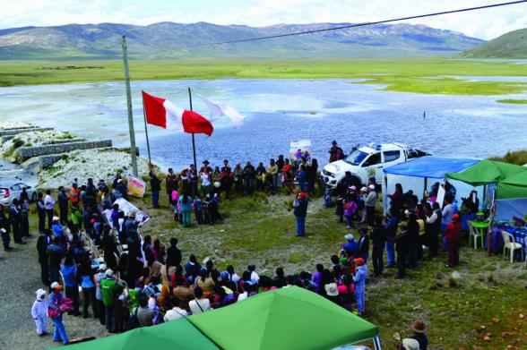 Ceremonia del pago a la Mama Yacu, en las orillas de la laguna de Conococha, emblema del agua en Ancash